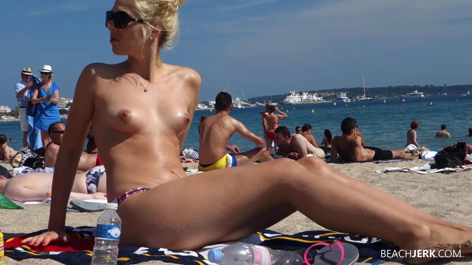 BikiniPleasurecom  Hot Girls at the Beach